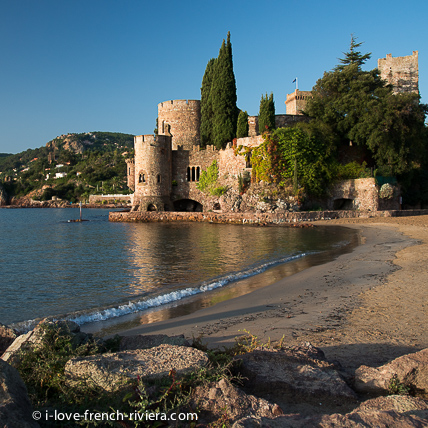 The castle of La Napoule is reflected in the calm waters of the Gulf for 600 years.