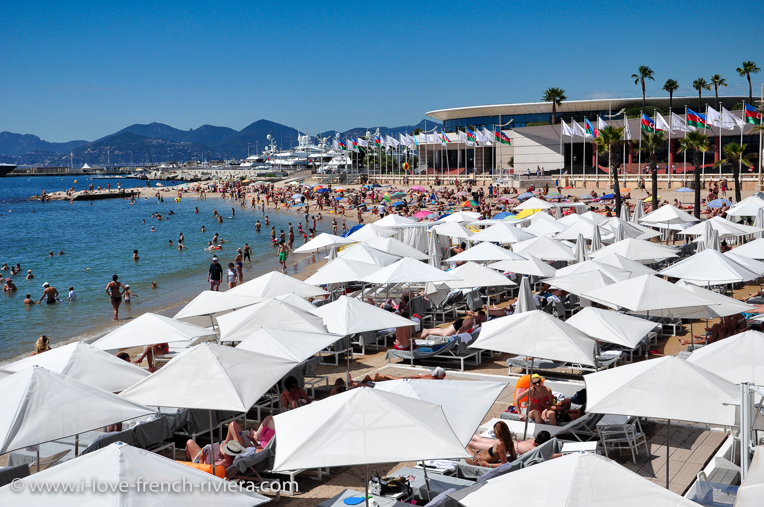 Cannes and its famous Palais des Congres, the Croisette and its beaches are easily accessible. Just take the bus #22 in front of our holiday apartment in La Napoule.